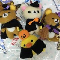 鬆弛熊9月景品 萬聖節造型公仔吊飾,全4款。